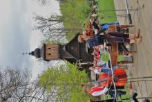 Stavění máje Beskyd ve Valašském muzeu v přírodě